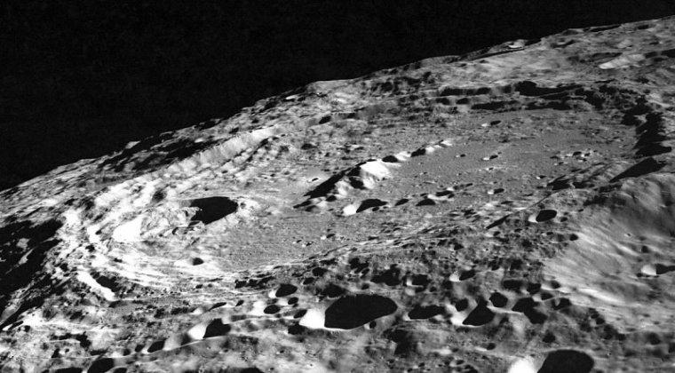 keeler_crater_as10-32-4823
